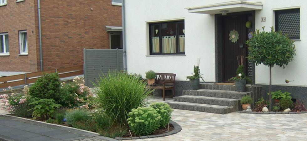 Referenzen gartenbau naturgarten schlich vorgarten - Vorgarten eingangsbereich ...